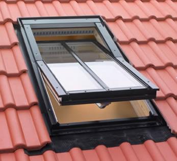 Yüksek Pivot Orta Kayıtlı Fakro Çatı Penceresi